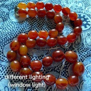 🍁🍂Vintage Bakelite cherry amber beaded necklace